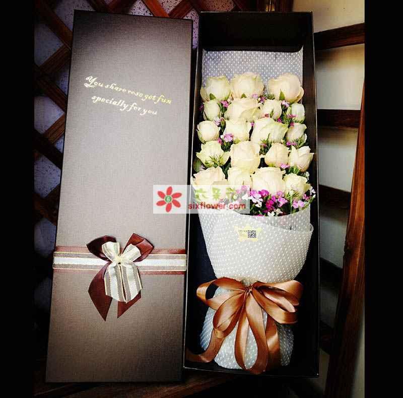 19枝香槟玫瑰,相思梅配花点缀