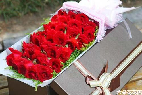 33朵红玫瑰多少钱