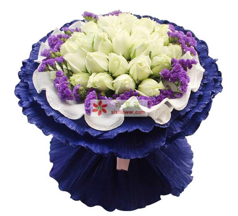 精选19枝昆明优质白玫瑰,紫色勿忘我外围