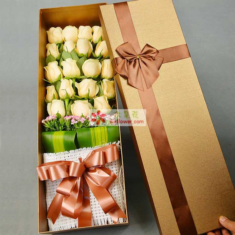 精选19朵香槟玫瑰,石竹梅、巴西木叶外围;