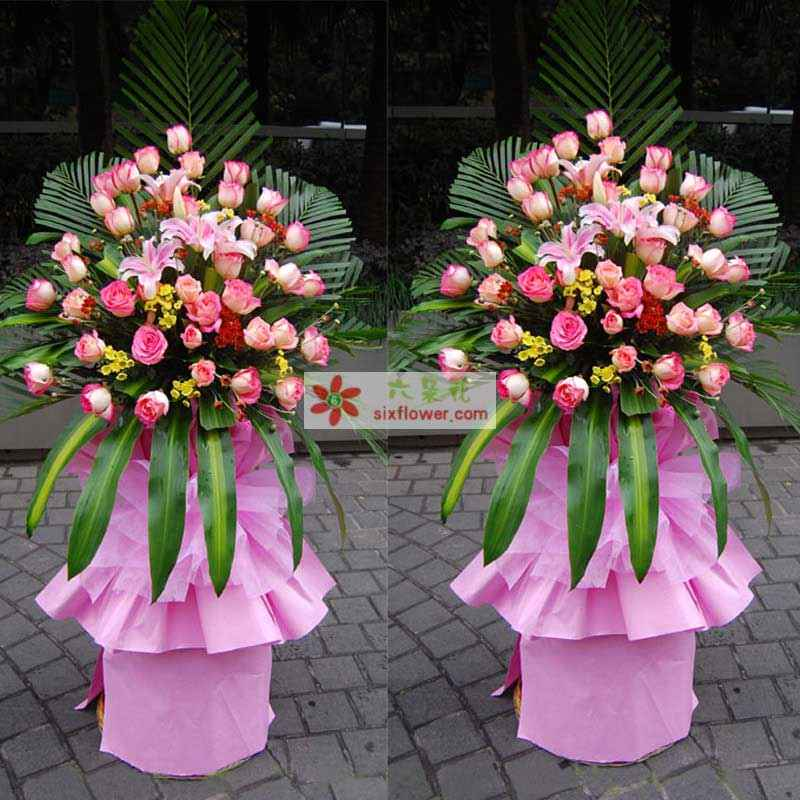 48枝粉色玫瑰花,粉百合,巴西木叶,散尾葵等;