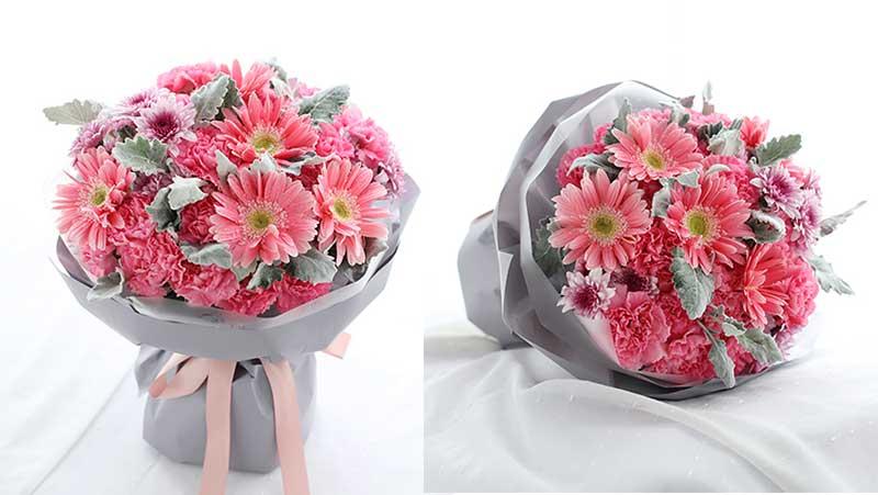 粉色康乃馨19枝,粉色扶郎花5枝,紫色小雏菊3枝,银叶菊10枝;