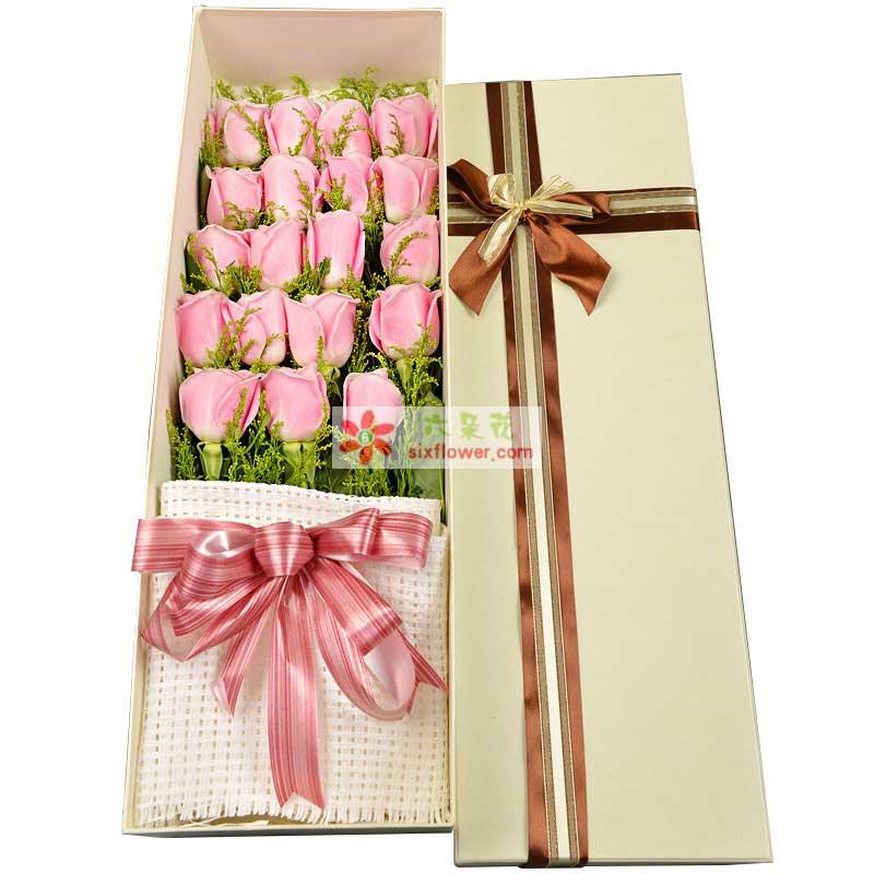 精心挑选19枝昆明优质粉玫瑰,加拿大黄莺搭配;