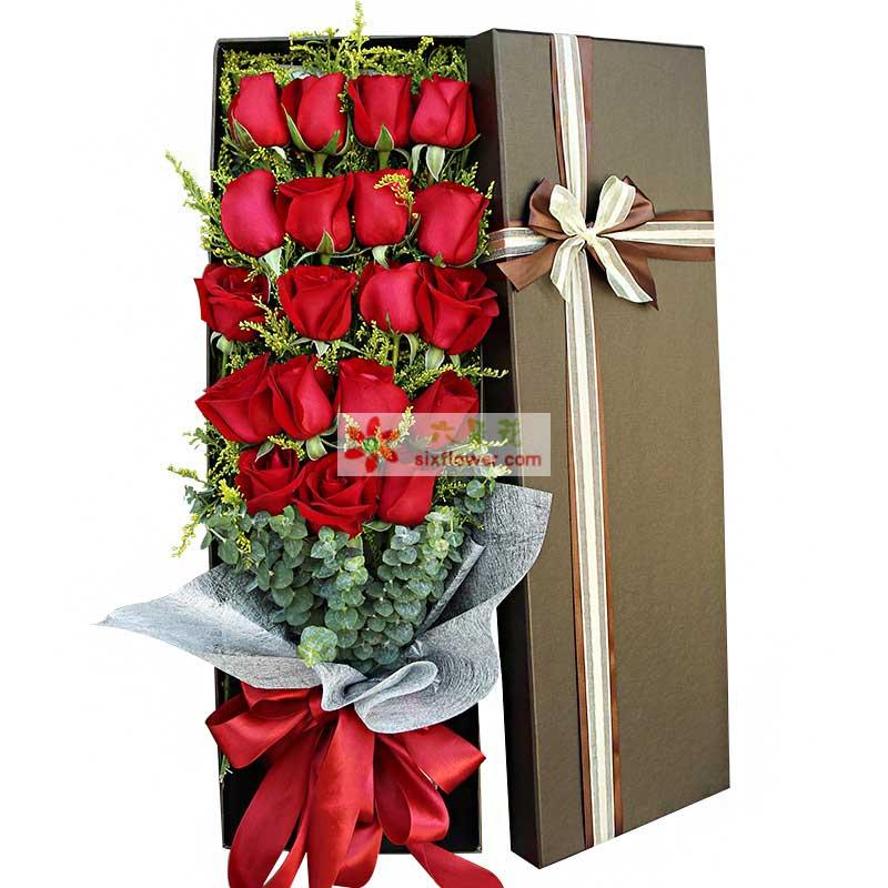 精选19枝红玫瑰,加拿大黄莺、尤加利搭配