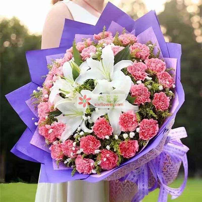 36枝粉色康乃馨,2枝白色多头百合,满天星、黄英点缀;