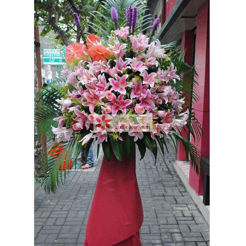 粉色香水百合、粉玫瑰、粉掌