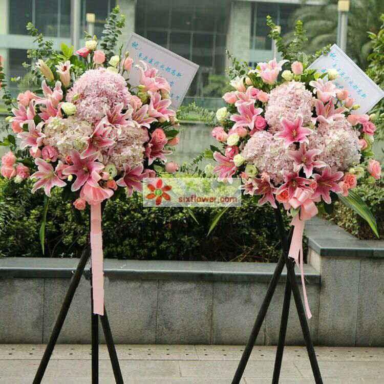 粉色绣球,粉色桔梗,粉色玫瑰,粉色百合,少量绿色桔梗