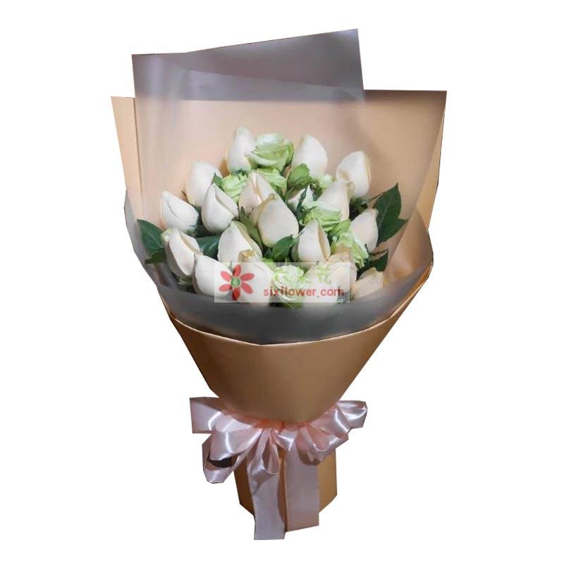 19枝香槟玫瑰搭配6枝桔梗,栀子叶
