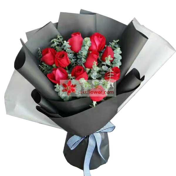 11枝红色玫瑰,叶上花丰满;