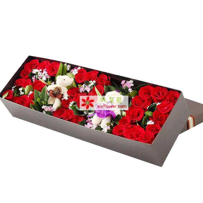 33枝红色玫瑰,橛子叶、相思梅点缀,2个小熊