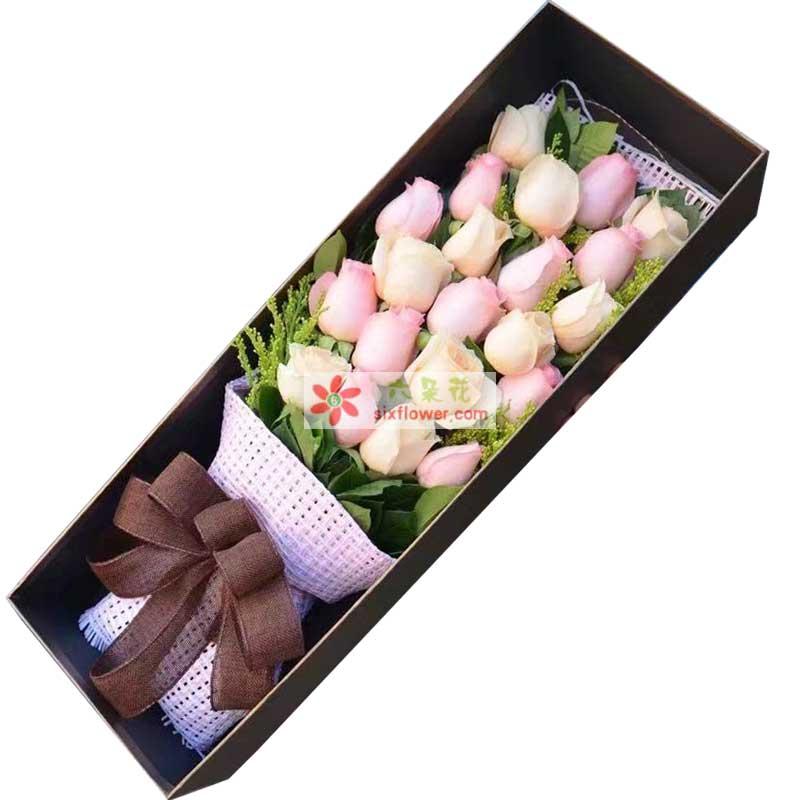 11枝粉色玫瑰,10枝香槟玫瑰,黄英、橛子叶点缀