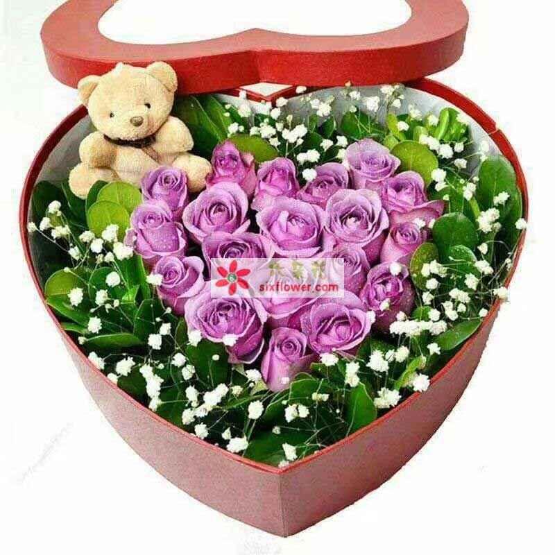 19枝紫色玫瑰,1个公仔,绿叶满天星周围丰满