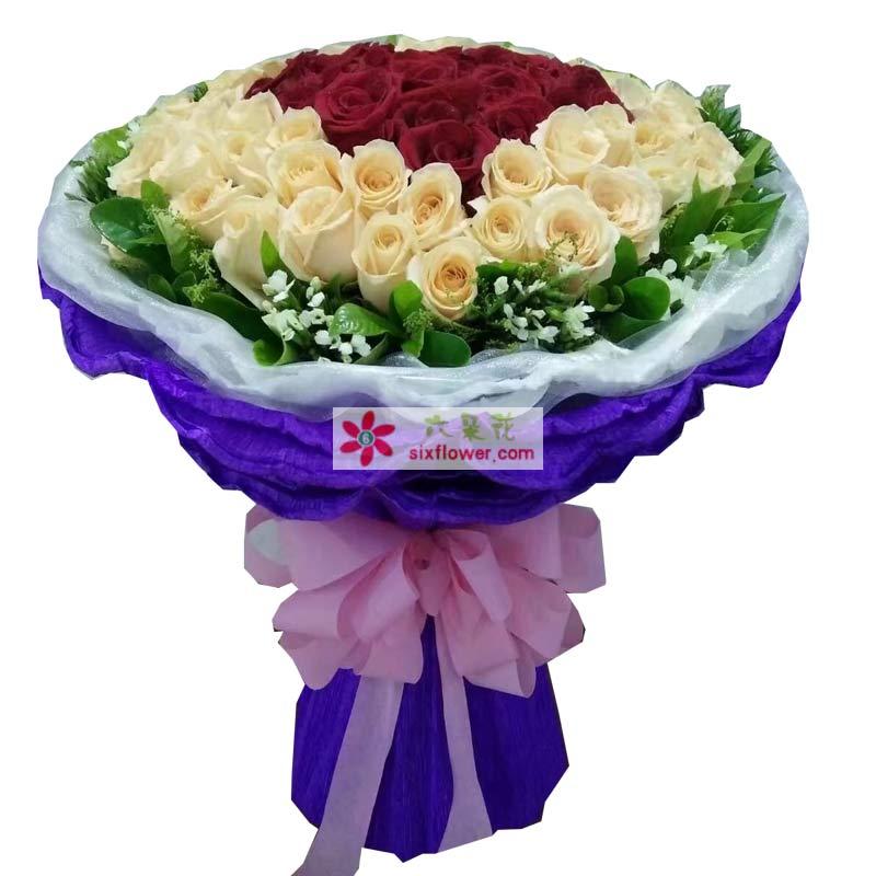 39枝红色玫瑰,60枝香槟玫瑰,周围绿叶白色相思梅点缀;