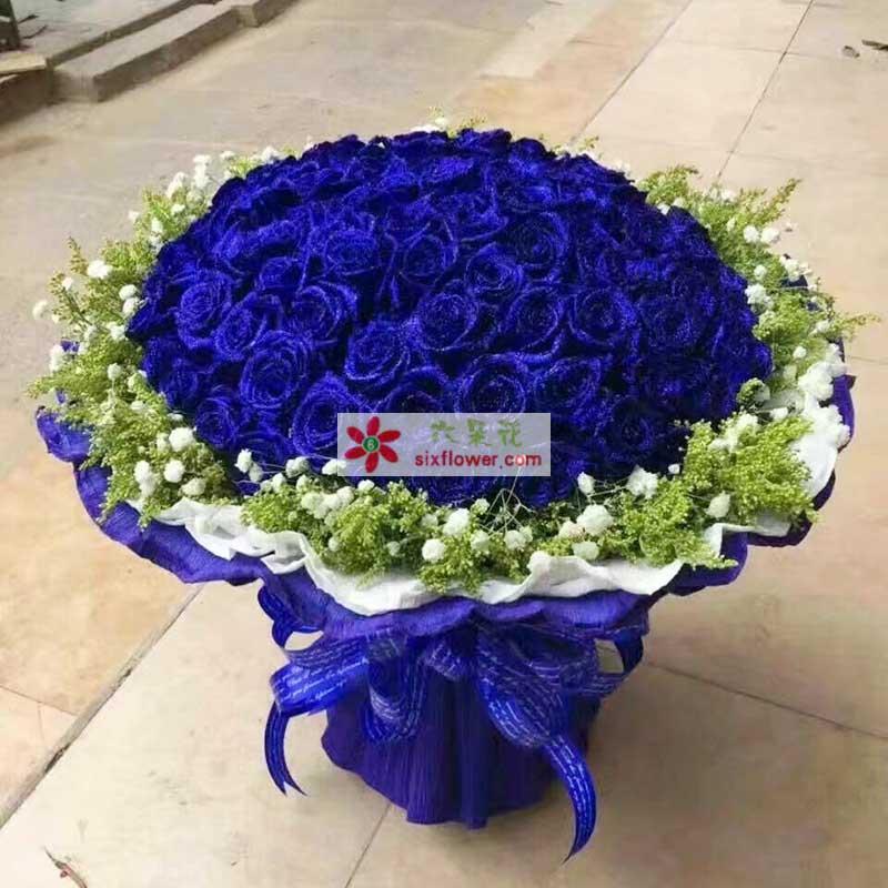 99枝蓝色玫瑰,周围满天星黄英点缀