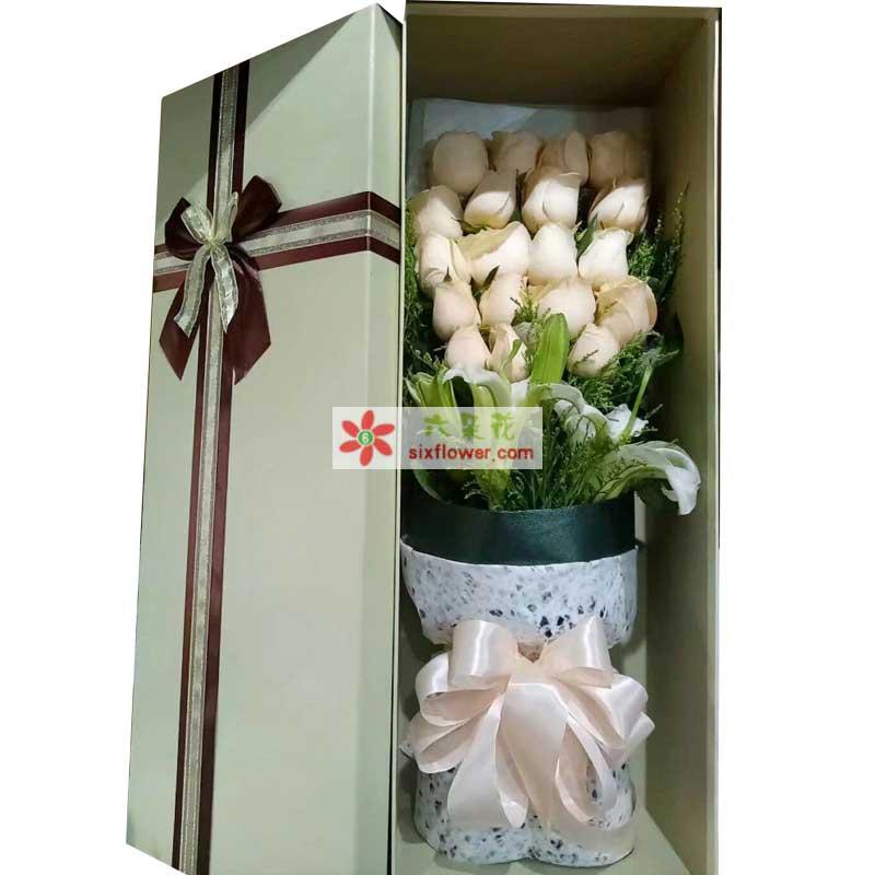 19枝香槟玫瑰,1枝白色多头香水百合,黄英丰满