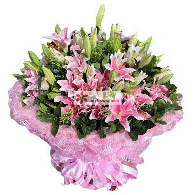 33朵粉色香水百合,搭配黄莺或者情人草