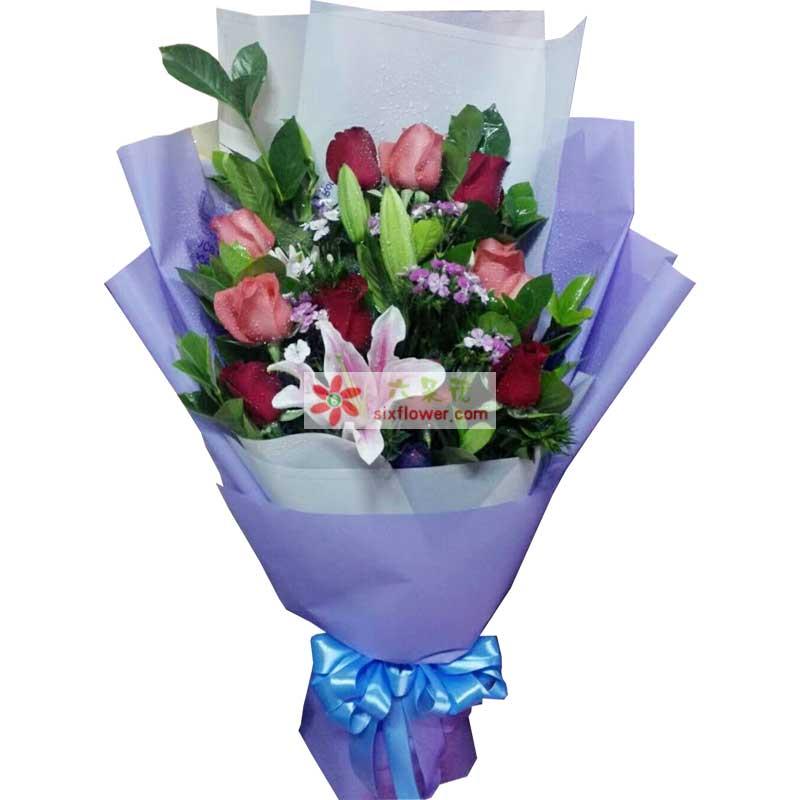 6枝红色玫瑰,5枝粉色玫瑰,2枝多头粉色百合,相思梅点缀,配叶