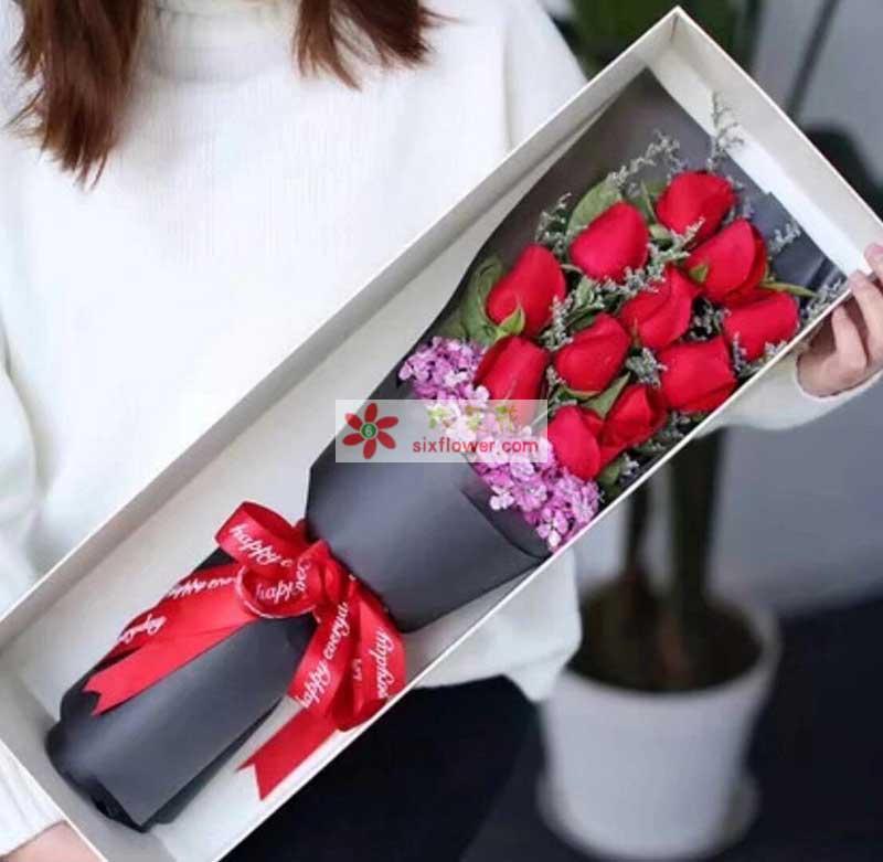 11枝红色玫瑰,相思梅,情人草、橛子叶搭配