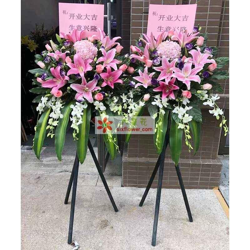 8朵粉色百合,19枝粉色玫瑰,2只粉色绣球花,紫罗兰、橛子页、巴西叶搭配