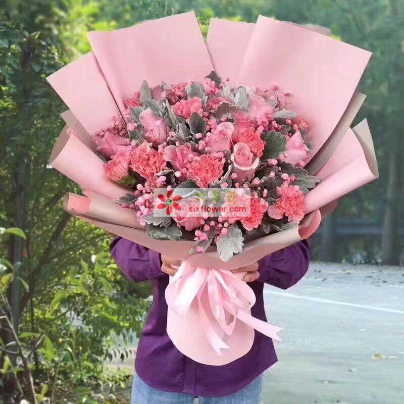 9枝粉色康乃馨,9枝粉色玫瑰,粉色满天星、银叶菊(或橛子叶)丰满