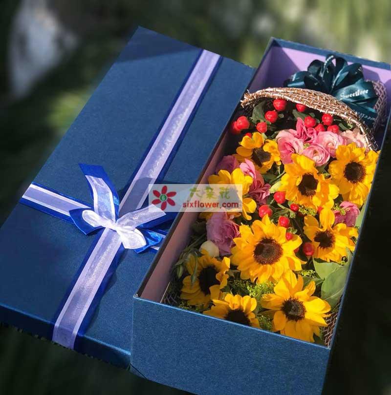 9枝向日葵,9枝粉色桔梗(或粉色康乃馨),红豆点缀,黄英、配叶丰满