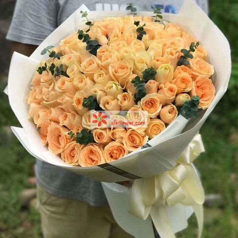 99枝香槟玫瑰,尤加利点缀