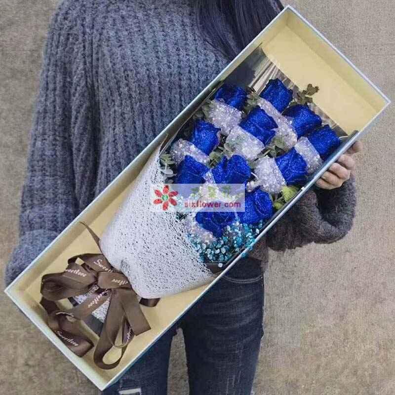 11枝蓝色玫瑰+尤加利+蓝色满天星搭配