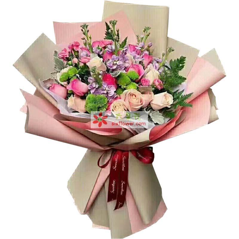11枝苏醒玫瑰,8枝香槟玫瑰,紫罗兰、小雏菊、银叶菊搭配