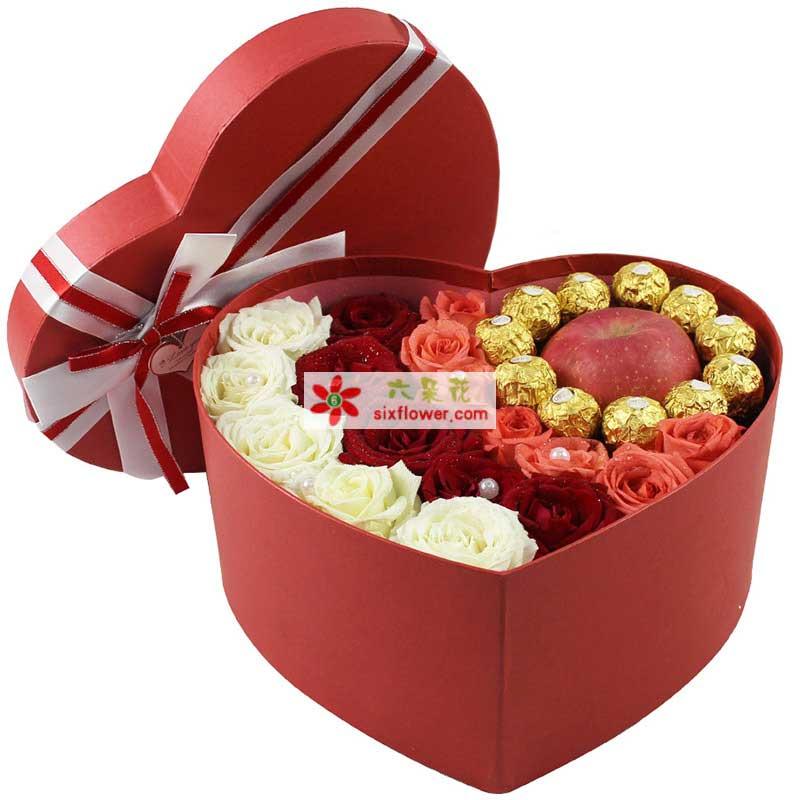5枝白玫瑰,5枝红玫瑰,7枝戴安娜玫瑰,11颗巧克力,1个苹果(珍珠只是装饰效果,实际没有)