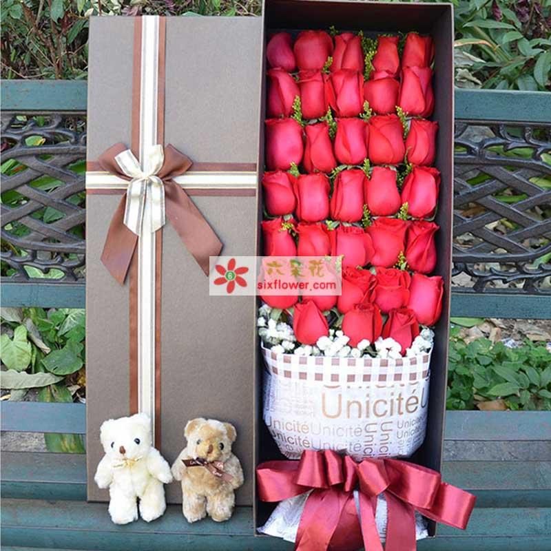 33枝红玫瑰,满天星点缀,两只小熊