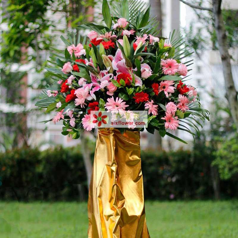 20枝红扶郎、20粉扶郎、20枝粉色康乃馨、2枝多头粉百合,少量粉玫瑰,栀子叶散尾叶等搭配