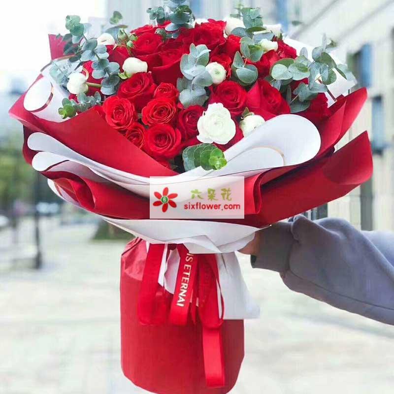 52枝红色玫瑰,白色桔梗、尤加利搭配