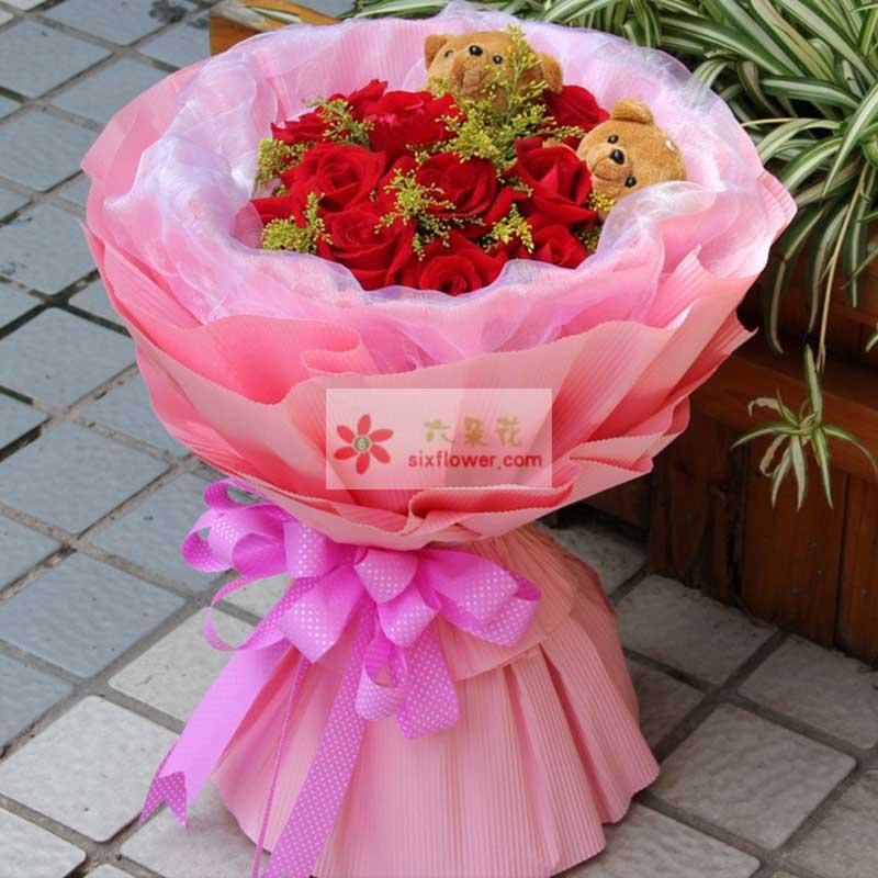 11枝红色玫瑰花,2只小熊,黄英点缀;