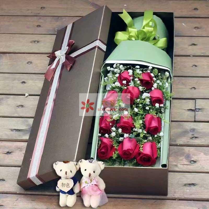11枝红色玫瑰,满天星丰满,2个小熊