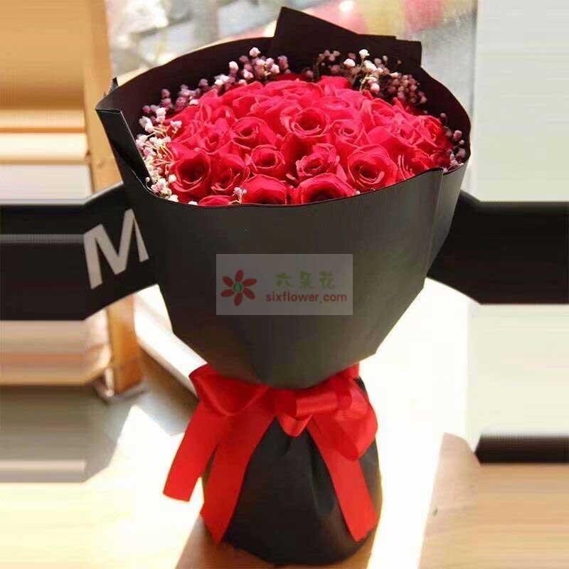 19枝红色玫瑰,周围粉色满天星点缀