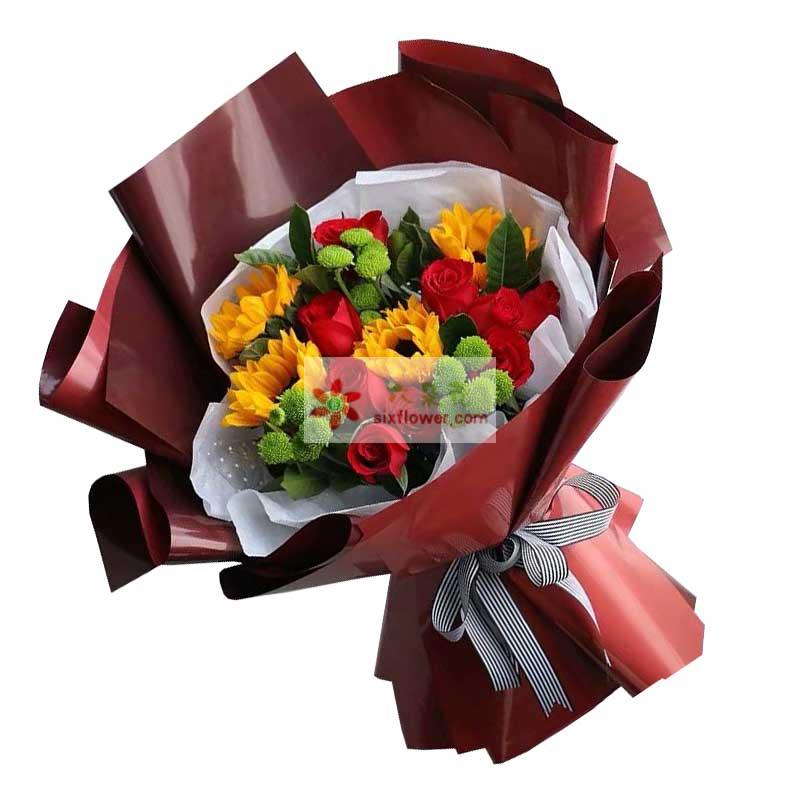 11枝红色玫瑰花,4枝向日葵,小雏菊、栀子叶丰满;