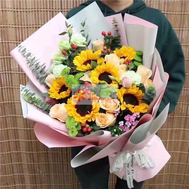 6枝向日葵,11枝香槟玫瑰,6枝桔梗,红豆、相思梅、小雏菊、尤加利搭配(部分配花缺货可用类似意义的替换);