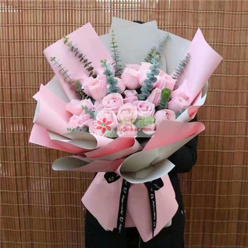 29枝戴安娜玫瑰,尤加利丰满;