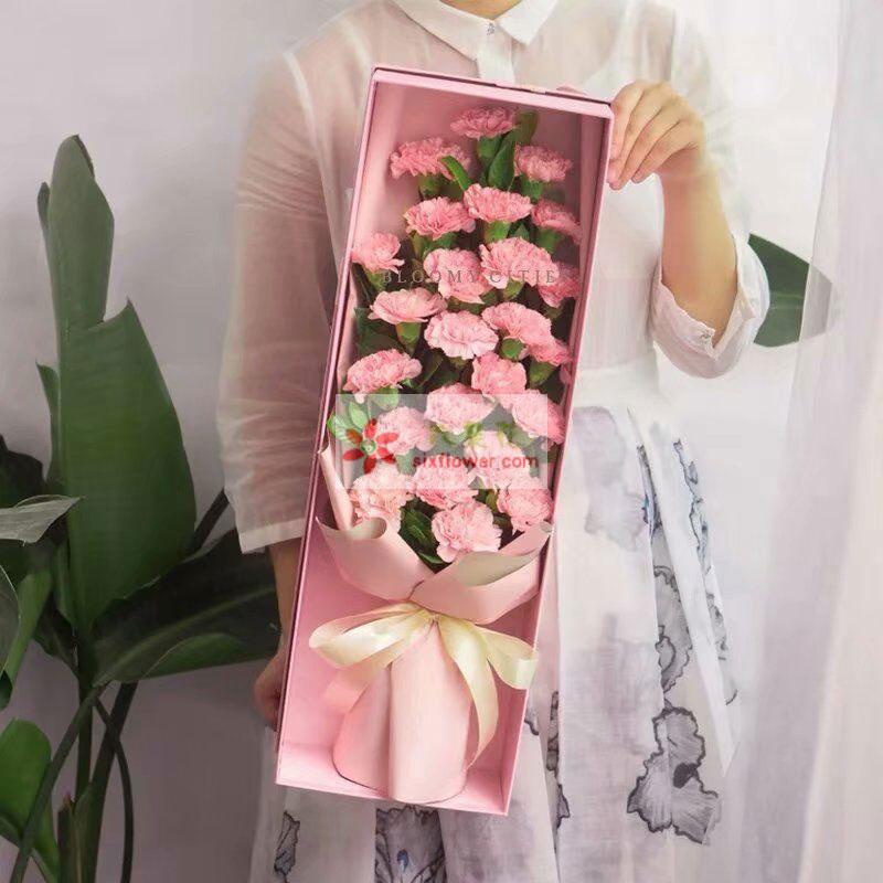 26枝粉色康乃馨,栀子叶搭配