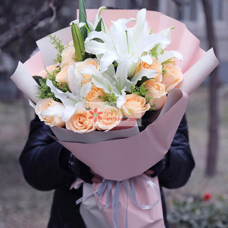 19枝香槟玫瑰,4枝多头白色百合,黄莺丰满;