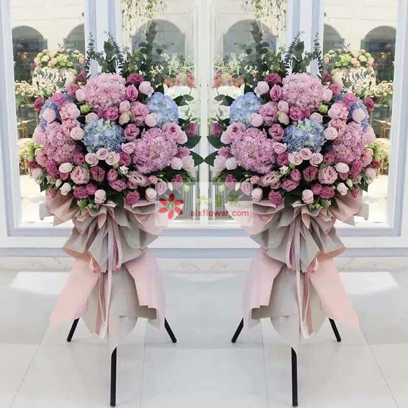 3只蓝色绣球,3只粉色绣球,48枝紫色桔梗、粉色桔梗丰满,尤加利点缀;