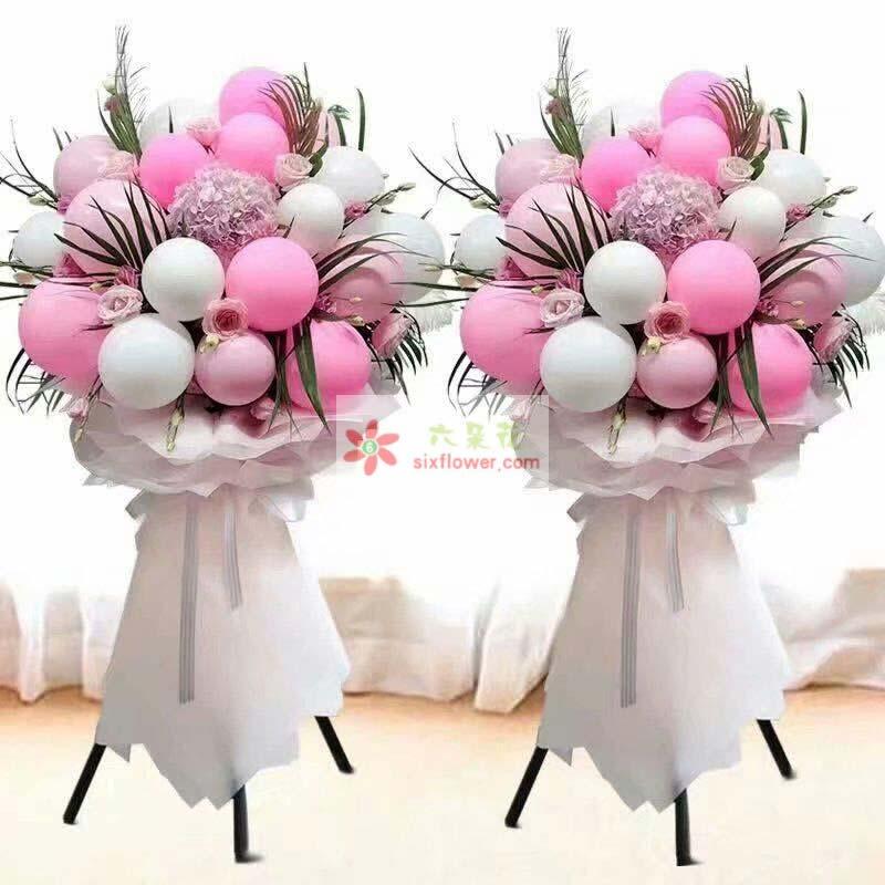 20个各色气球(粉色为主),粉色绣球花一只,配叶,粉色桔梗搭配;