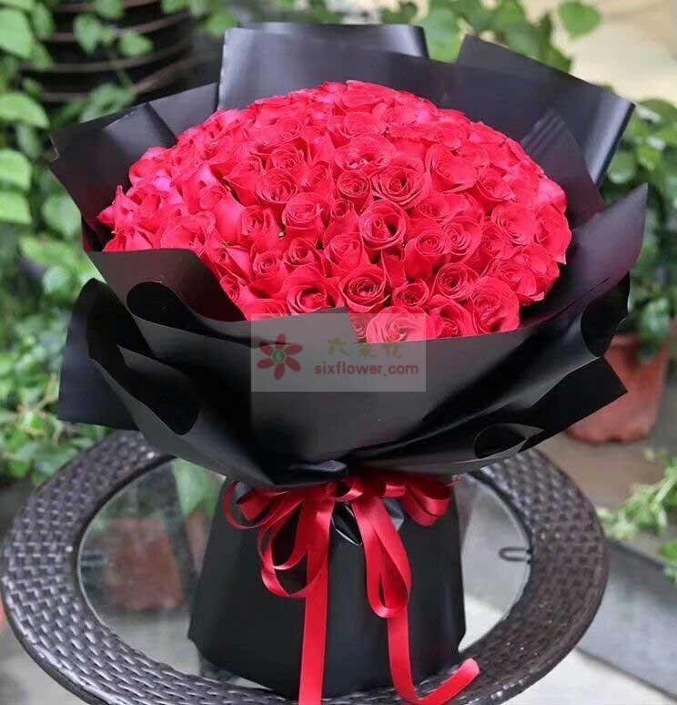 99枝红色玫瑰花;