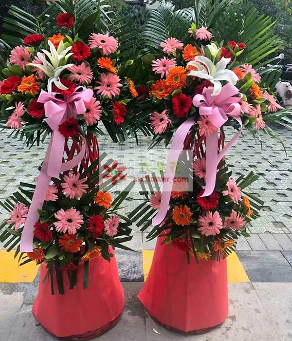30朵各色扶郎花,2朵百合,粉色花结一个