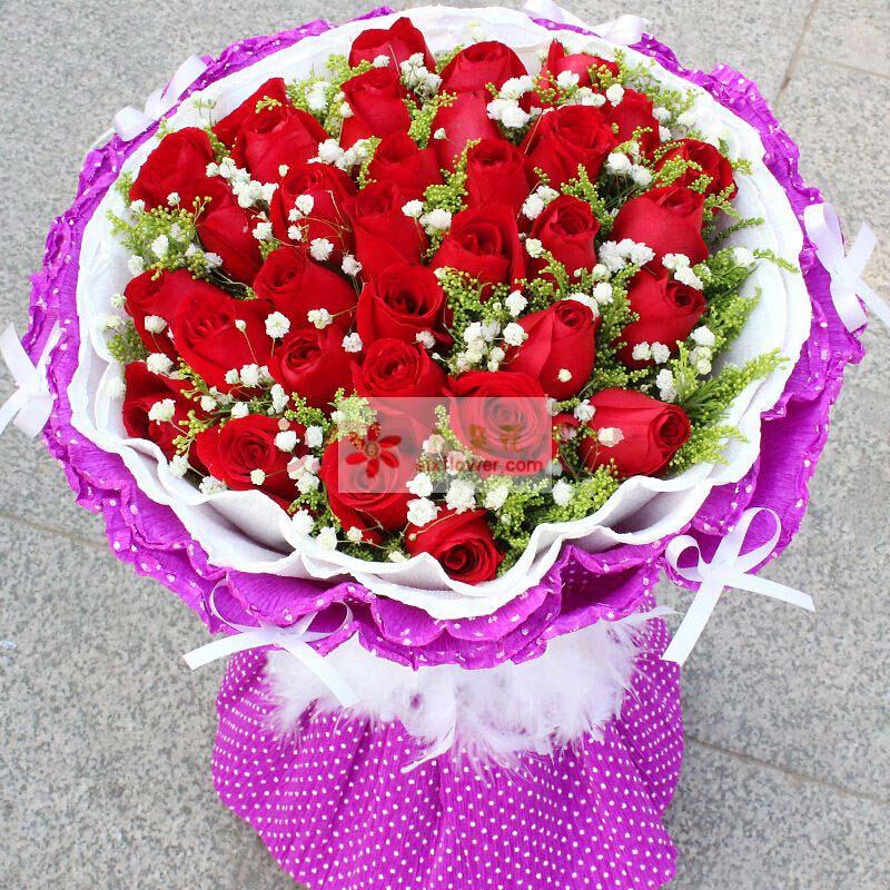 33枝红玫瑰,黄英、满天星搭配