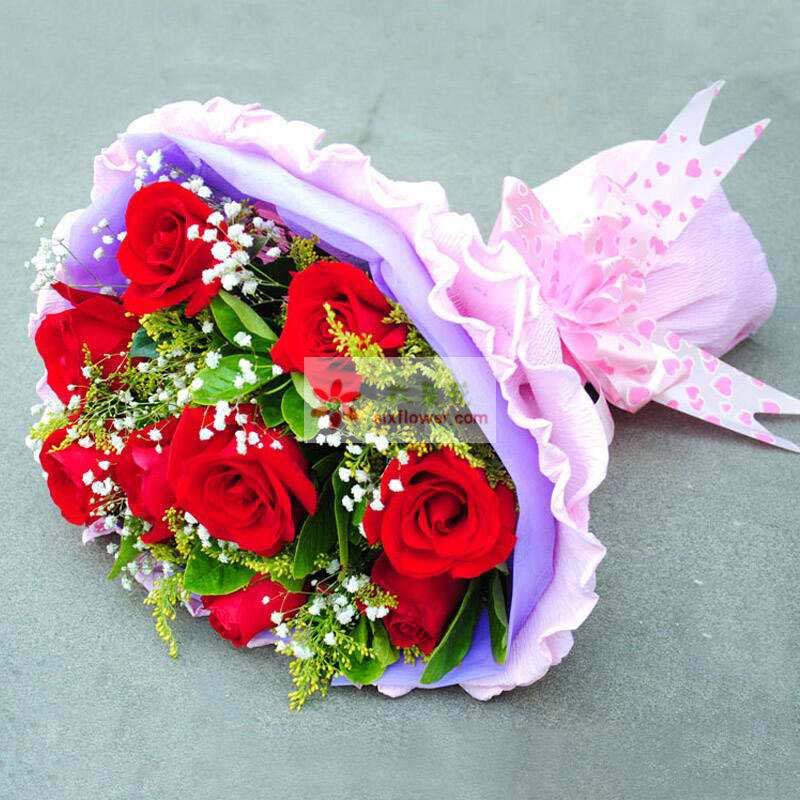 9枝红玫瑰,栀子叶、满天星、黄英丰满