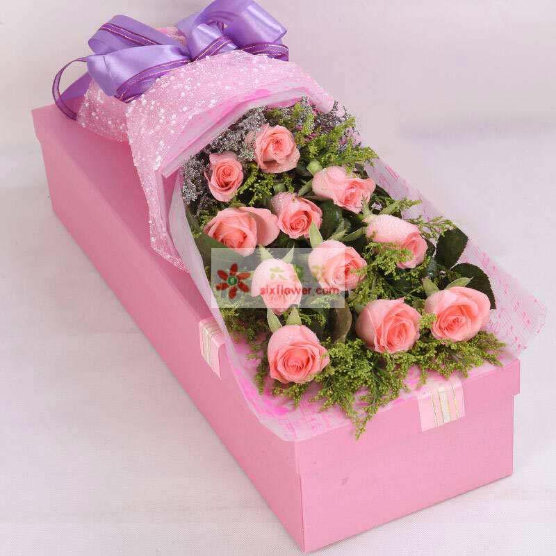 11枝戴安娜玫瑰,黄英、栀子叶丰满,情人草点缀
