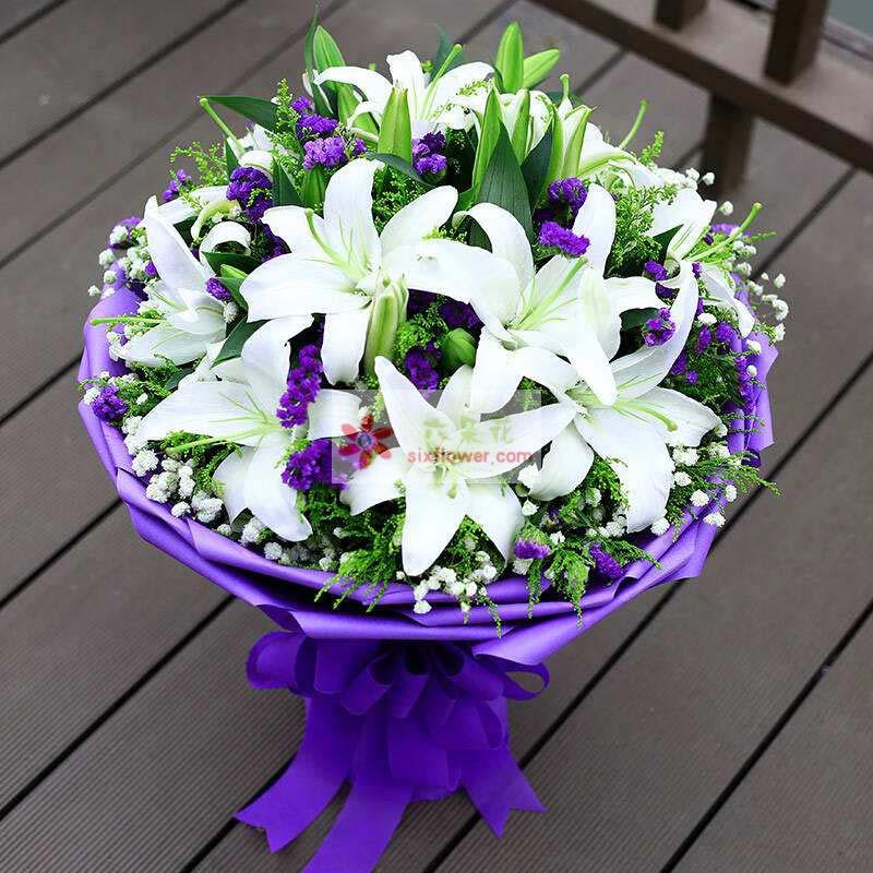 8枝多头白色百合,满天星、紫色勿忘我、黄英丰满