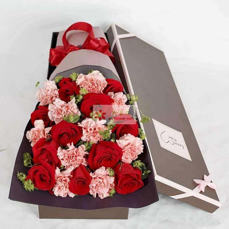 11枝红玫瑰,11枝粉色康乃馨,黄英点缀