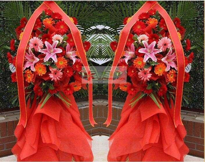 30朵扶郎花(红色为主),3朵粉色百合,散尾葵搭配